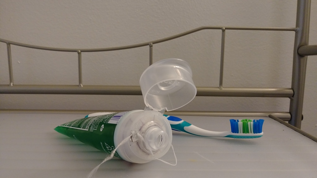 Project image for Simply 1-2 Floss Toothpaste Cap
