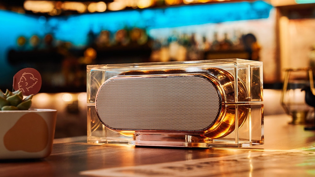 AULA: Illuminated Wireless Charging Bluetooth Speaker