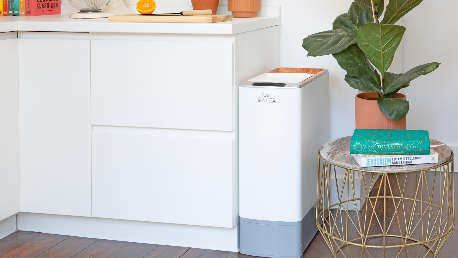 KALEA is a fully automatic kitchen composter, which unites a natural composting process with an unique and smart technology