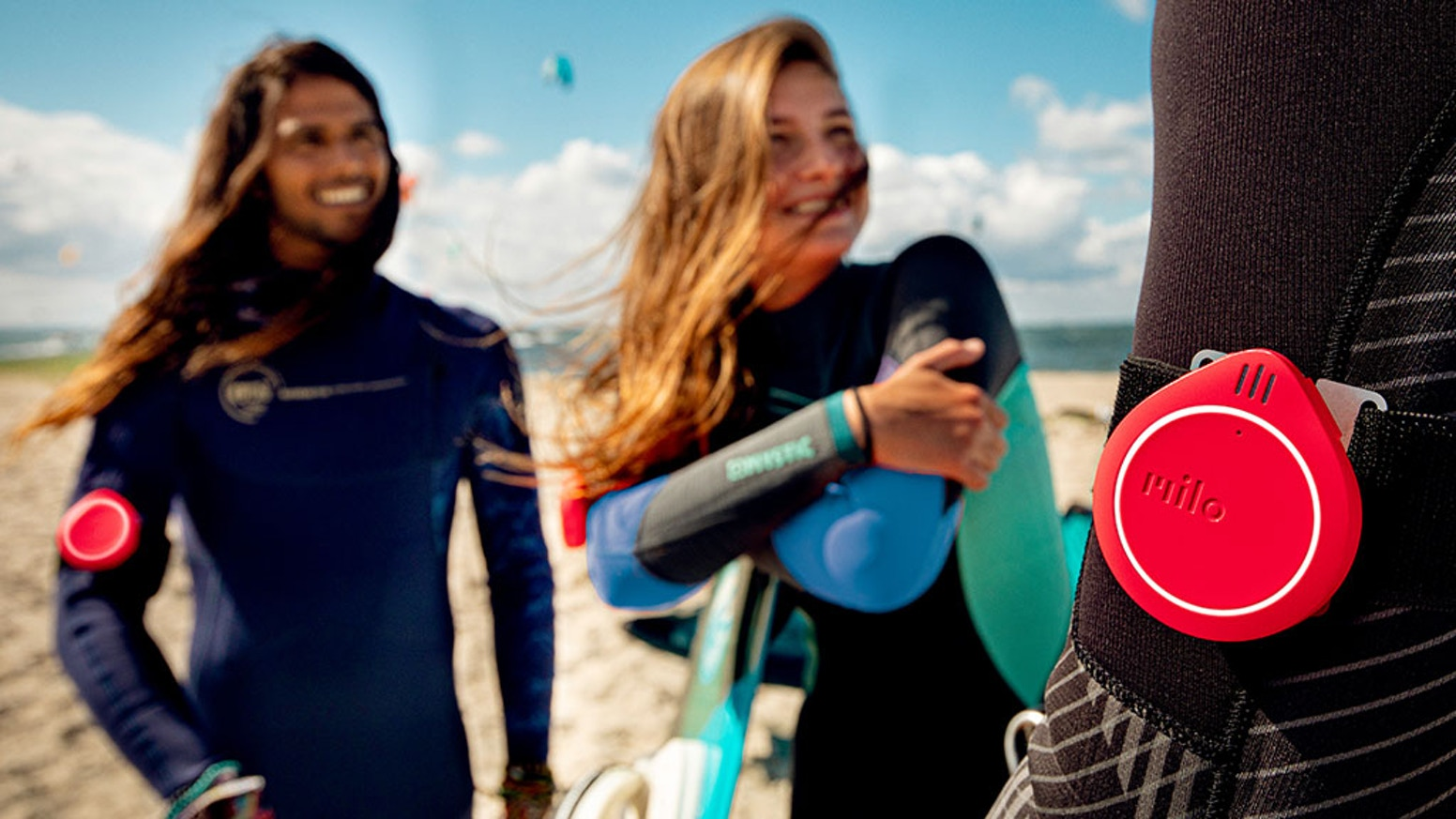 Speak with friends while you ride, surf or surf. Hands-free, phone-free.For adventures on the slopes, trails and water.