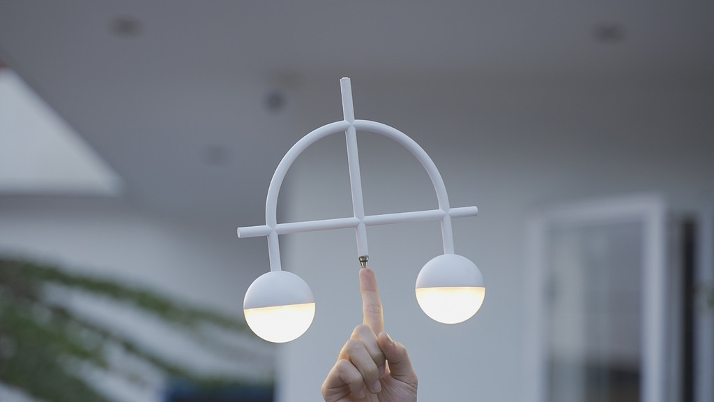 Lybra Balance Lamp: Swivel & Stand Still on Any Pivot Point