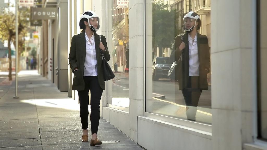 Pourrons-nous faire mieux que des masques à l'avenir ? Cet EPI inspiré des casques se place confortablement sur votre tête et vous offre un air pur à 99,99 %.