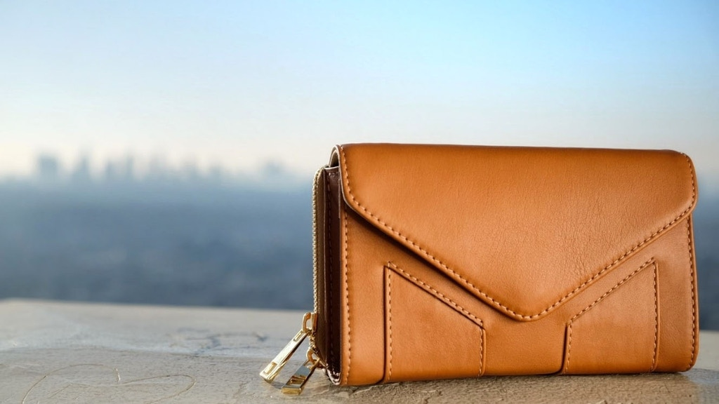 A Stylish and Versatile Compact Bag by Miventi