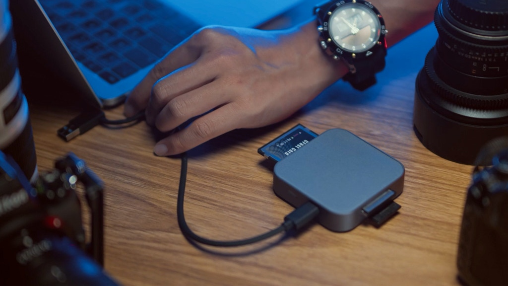 ANYOYO: A 4-Slot High-Speed Scalable Multi Flash Card Reader