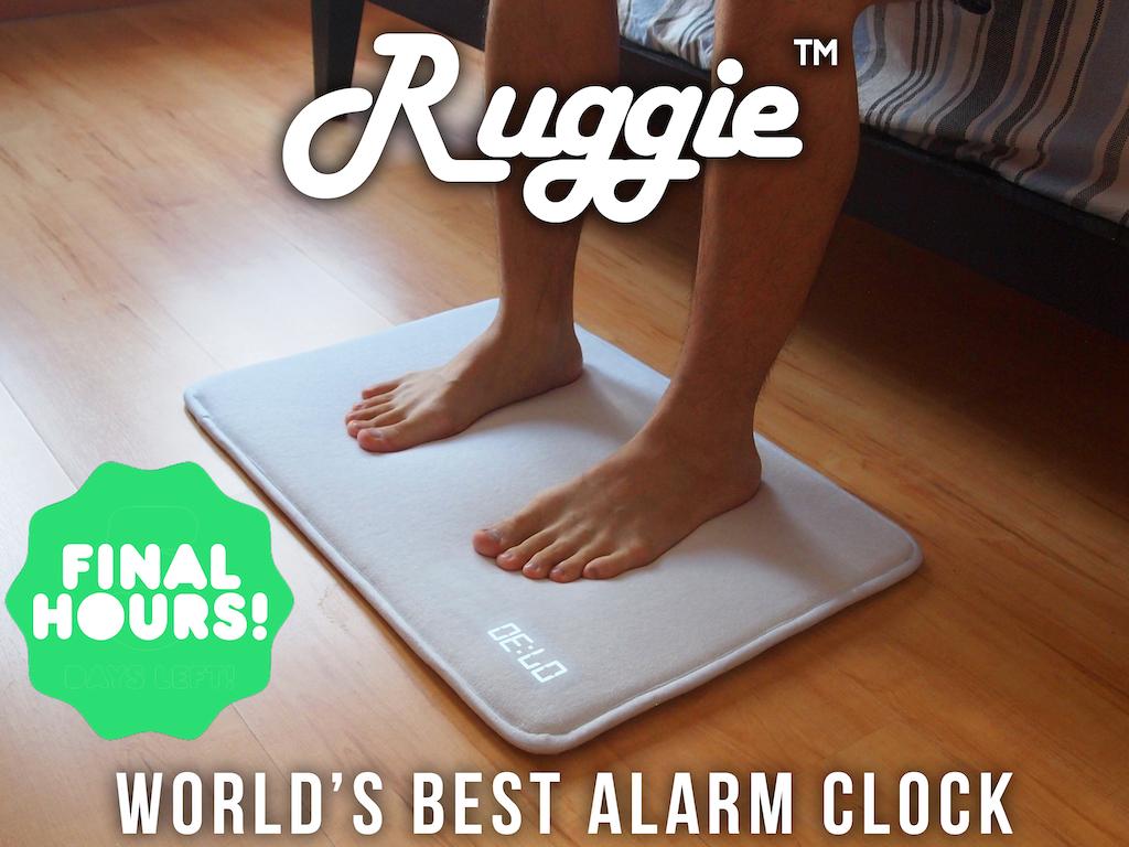Ruggieはパスマットのような形。両足がRuggieを踏んで、左上の方に時間が表示されている