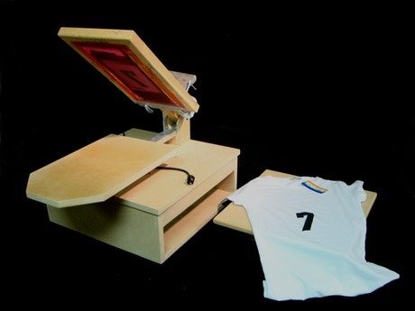 Diy t shirt heat press and screen printer using a griddle for Make your own screen print shirt
